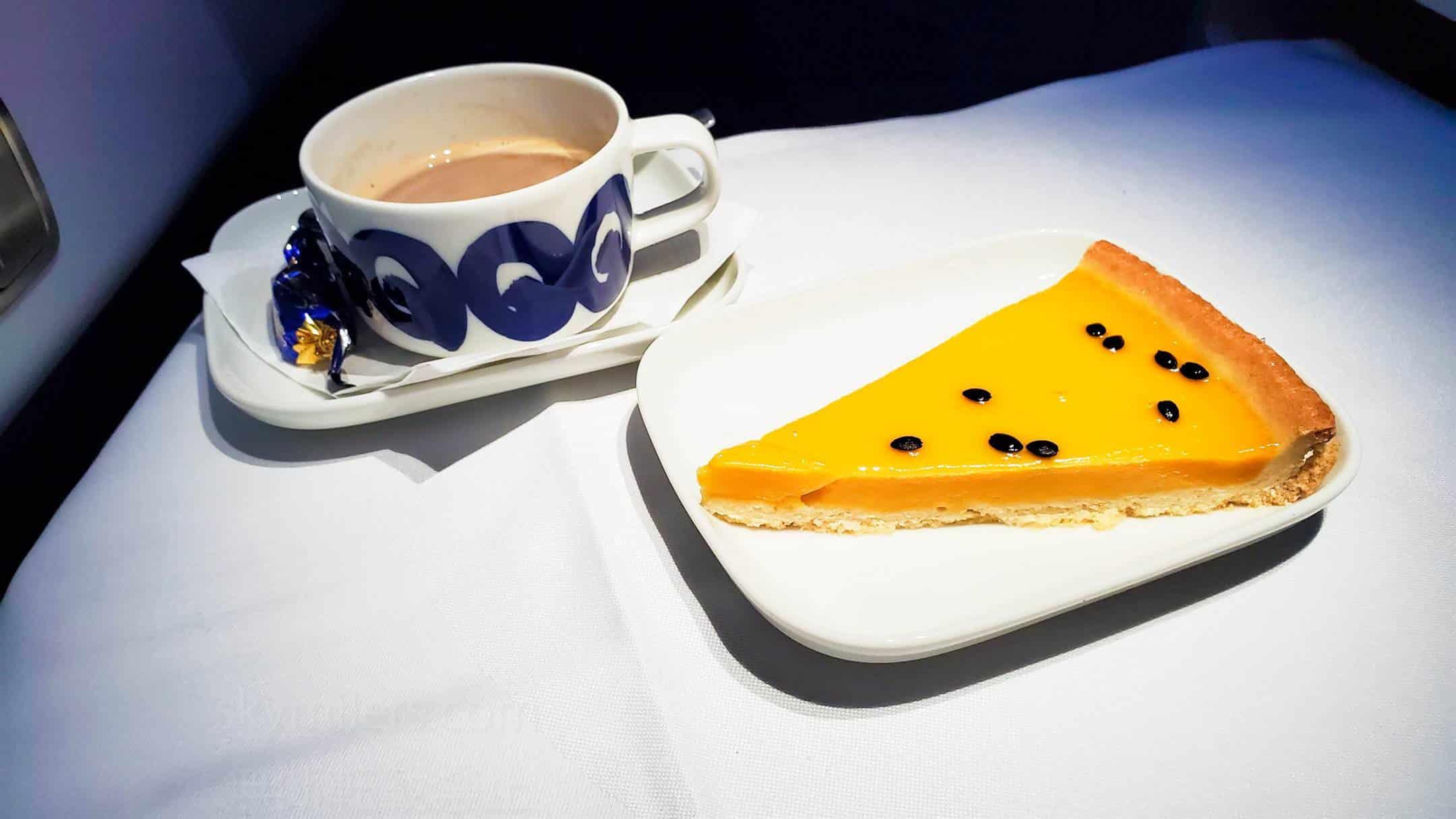 フィンエアー ビジネスクラス デザート パッションフルーツとマンゴーのケーキ